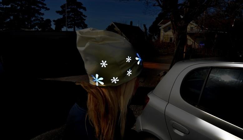 Stylová reflexní čepice